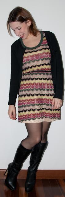 Look do dia - Blog de moda: como usar casaco com vestido estampado missoni e bota. Blog de moda