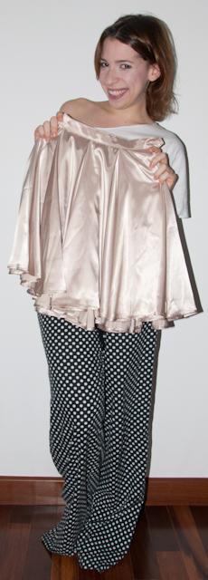 como usar saia rodada de cetim American Apparel