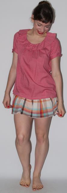 Look do dia: como usar saia xadrez, sandalia anabela e candy bag Furla. Blog de moda