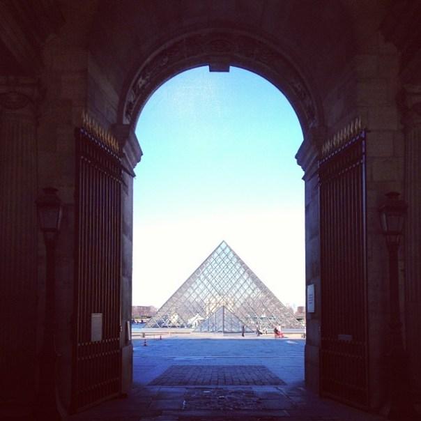 Paris - Fotos de Paris - Piramide do Louvre - Instagram