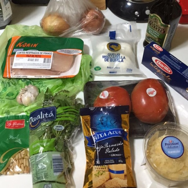 receita spaghetti ao pesto com frango, mussarela de bufala e tomate59