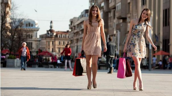 dos-mujeres-de-compras-1920x1080