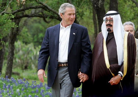 bush-abdullah-holding-hands