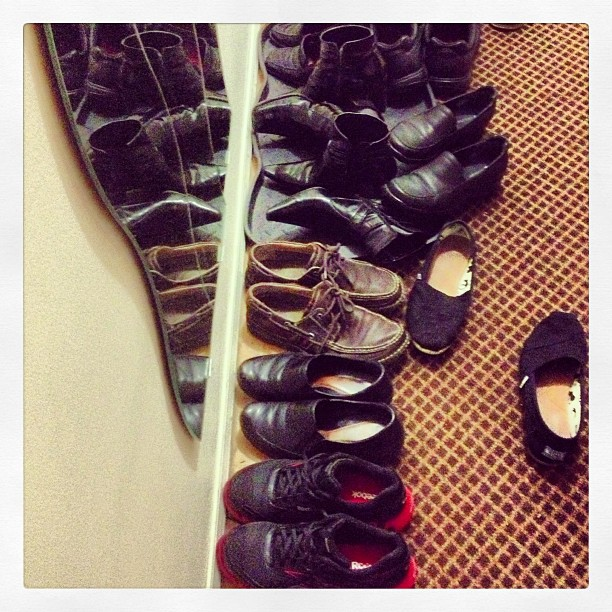 Meeting with friends - shoes in the mirror