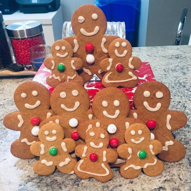 Gingerbread families choir made by @mommysbaking_