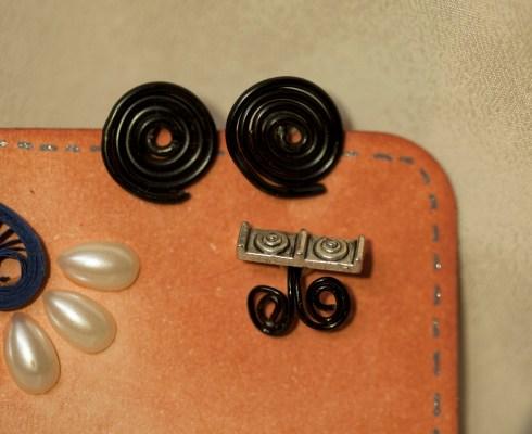 Black stud and moochi ear cuff