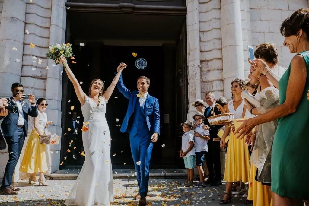 sortie d'église mariés à cherbourg en Normandie