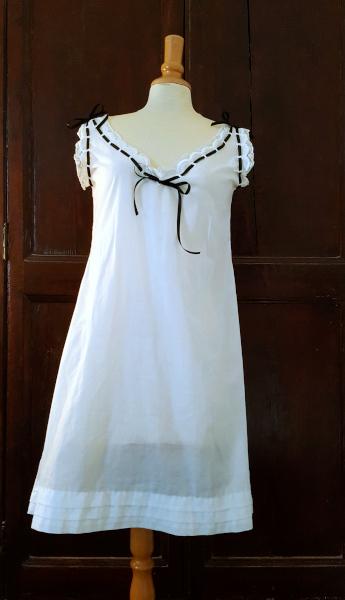 Chemise 1880 blanche brodée main devant