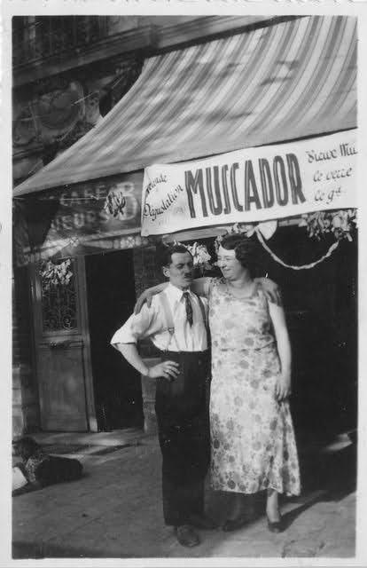 couple bras dessus bras dessous dans les années 1930