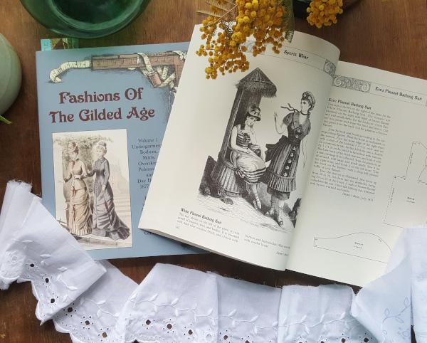tome 2 de Fashions of the Gilded Age consacré aux vêtement de loisir et d'extérieur