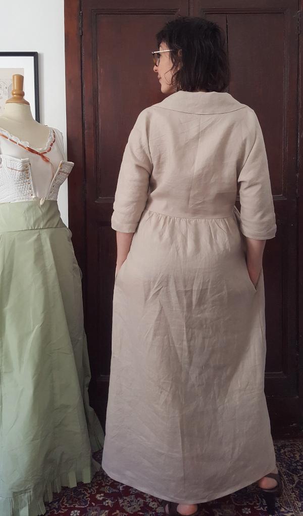 Dos de la robe Sofia en lin beige
