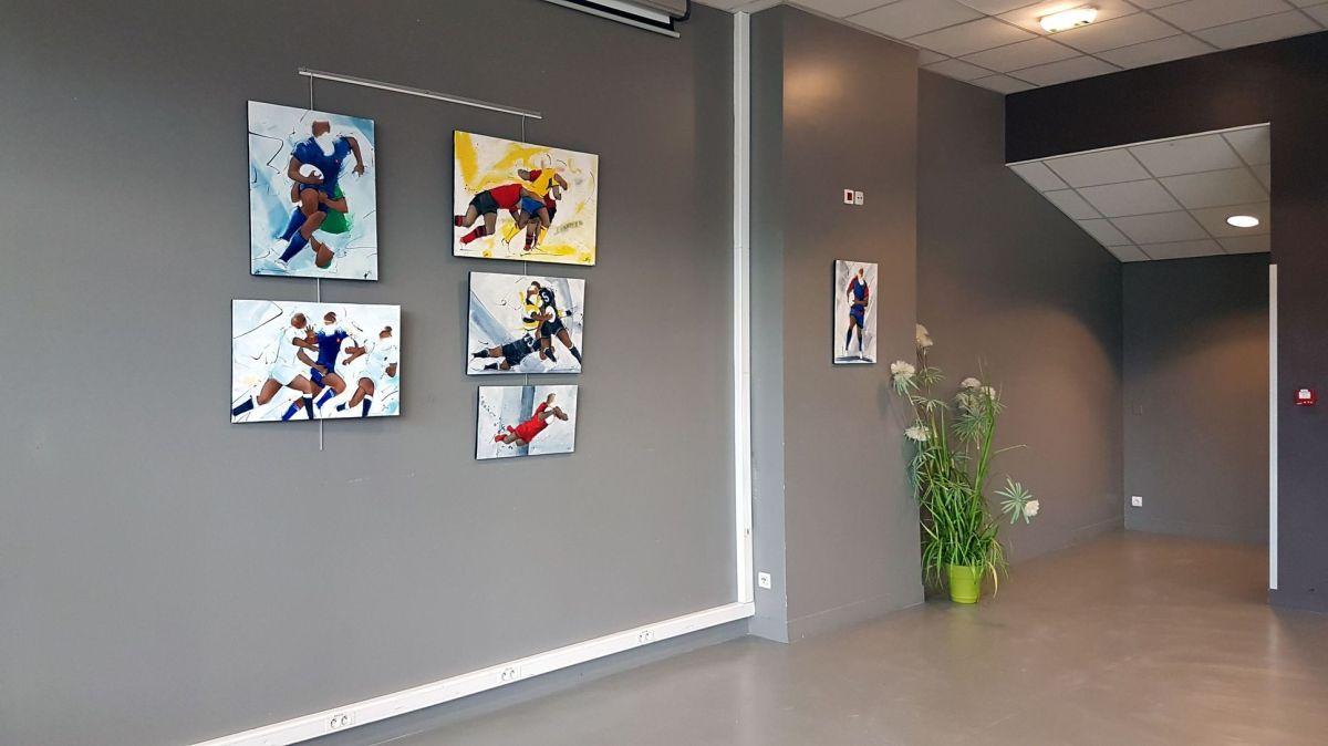 Exposition de peinture sur le rugby au stade des Alpes de grenoble à l'occasion du crunch France Angleterre du tournoi des 6 nations 2018 féminin