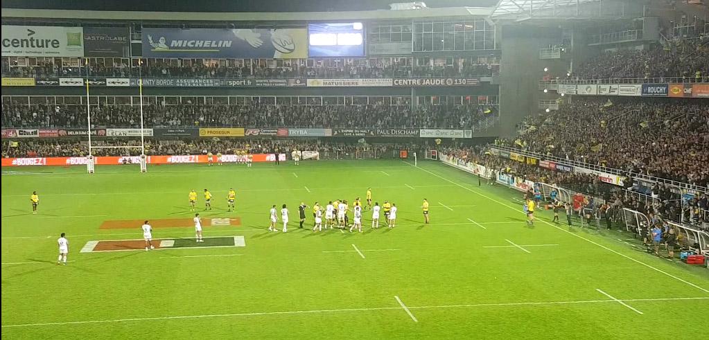 le sortie d'Aurélien Rougerie sous les applaudissement du public du stade Marcel Michelin