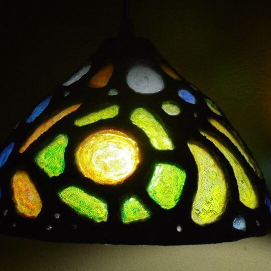 Arte reciclado lampara de pasta de papel, arena y botellas pet