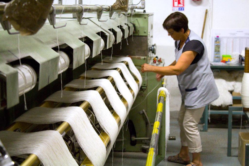 """mise en echeveau 1024x683 - Fonty : la filature """"Made in Creuse"""""""