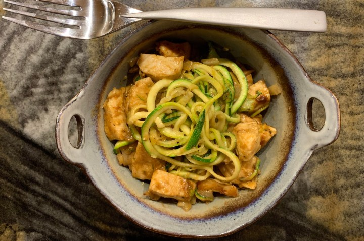 Thai Peanut Chicken with Zoodles // @2souschefs