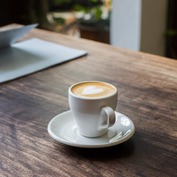 latte-in-cup-2648988