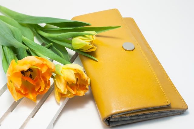 63370ffb493f 父親の誕生日は財布をプレゼント!おすすめブランドや定番まで紹介 ...