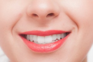 歯のホワイトニングは市販でも効果ある!自宅で白くする即効性の方法