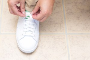 汚れたスニーカー(靴)の洗い方・綺麗にする方法!黄ばみの簡単な落とし方