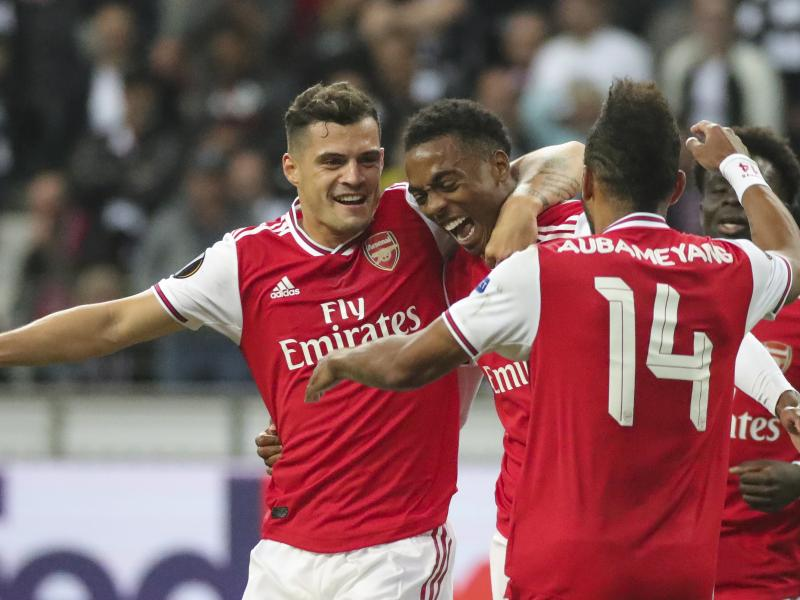 ARSENAL MEMBANTAI 5-0 ATAS NOTTINGHAM