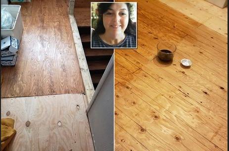 Seorang Wanita Membuat Efek Lantai Kayu Palsu Hanya Menggunakan Kopi & Pena
