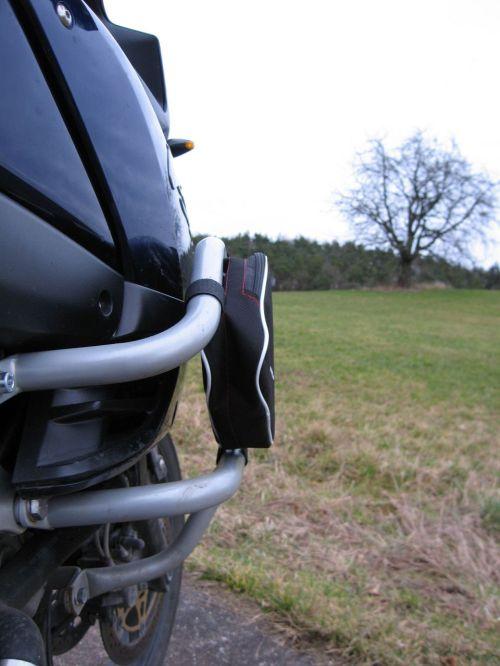 Suzuki V-Strom DL1000 Sturzbügeltaschen (Modell 10-01 von Marselus.com) an Fehling Sturzbügel