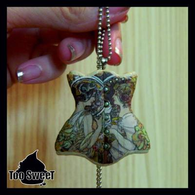 """Recreation of RetroFolie's """"Mucha"""" corset - pendant made by Too Sweet"""