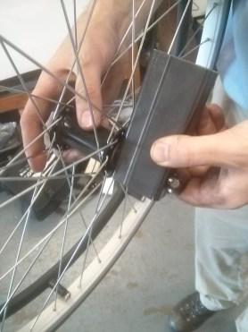 Quick-release wheelchair wheels