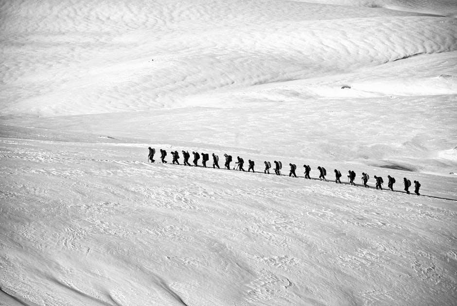 trekking-hiking-group-alpine-53214
