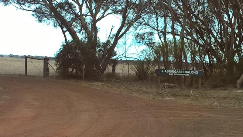 Kangaroo Island cartello con nome finto-aborigeno di un podere