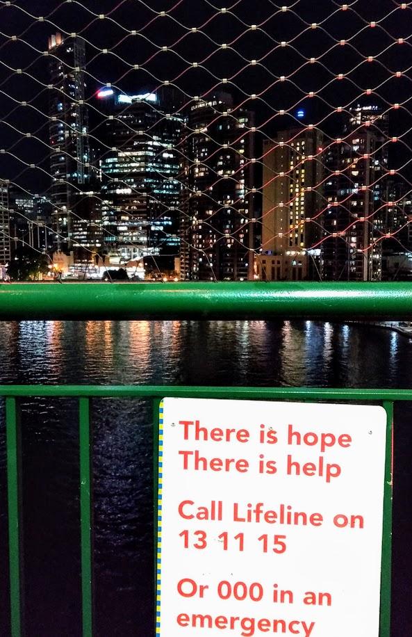 Brisbane, cartello anti-suicidi sul ponte