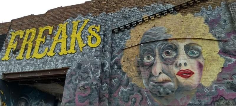 Murale sui Freaks per Halloween