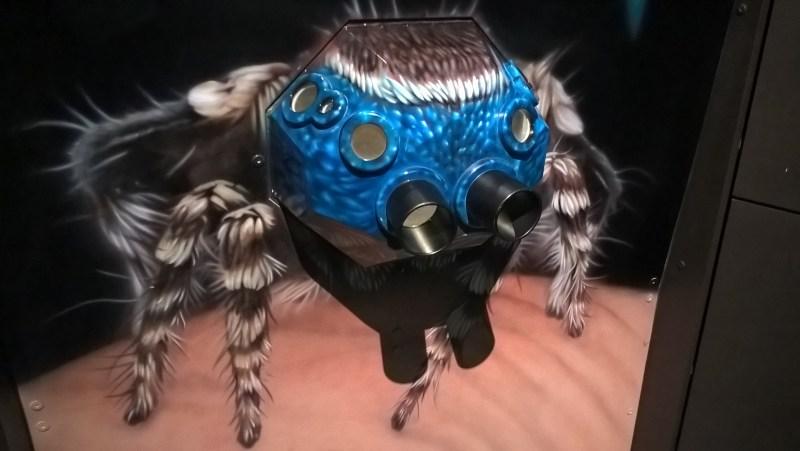 visore-simulatore-della-visione-a-otto-occhi-di-un-ragno