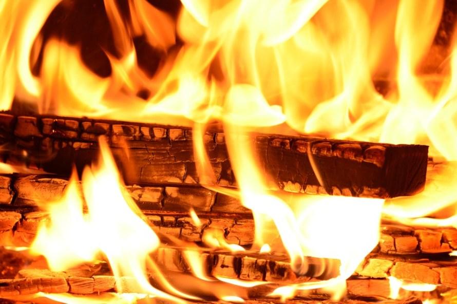 fuoco e tizzoni ardenti