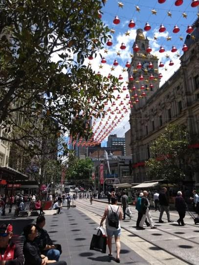 bourke street natalizia melbourne strada con addobbi