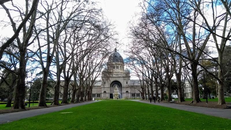 melbourne in inverno royal exhibition building con alberi spogli