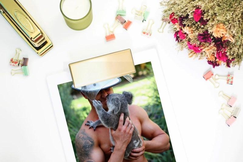 pompiere australiano con koala - mockup