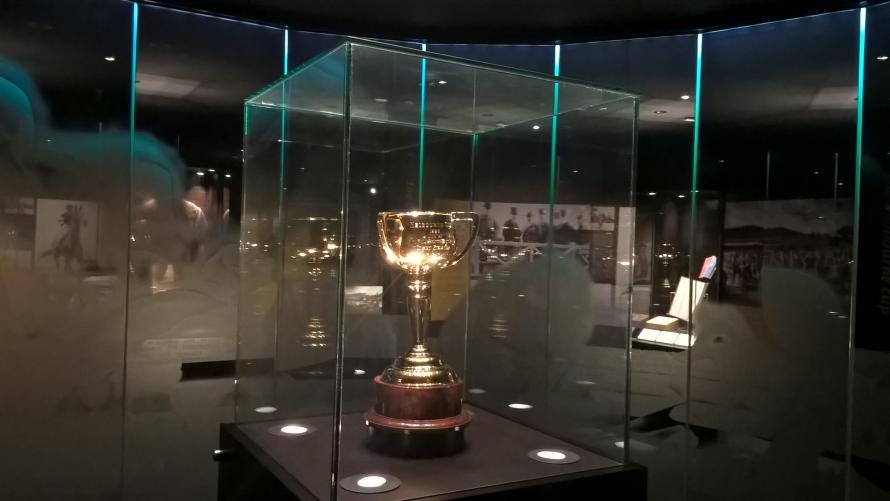 trofeo melbourne cup coppa con tre manici