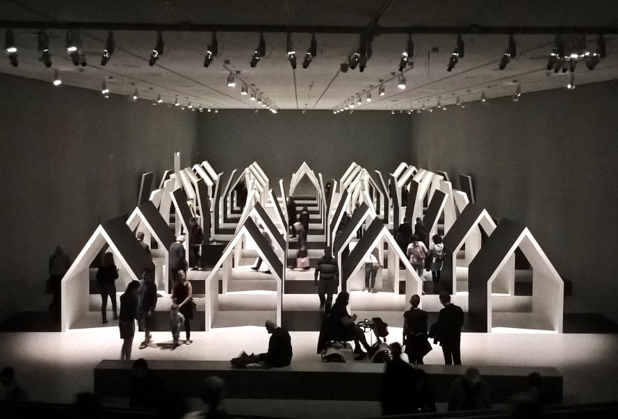 Mostra Escher x nendo alla NGV Australia Melbourne struttura-casa