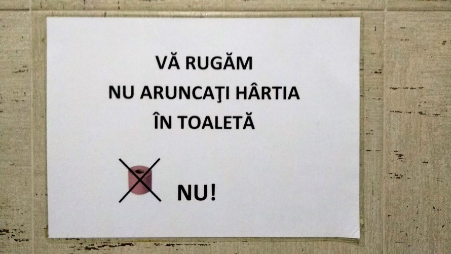 scritta romena va rugam nu aruncati hartia in toaleta nu