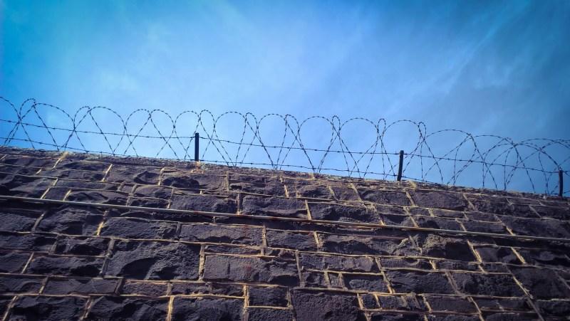 Australia-italia: vietato viaggiare (filo spinato)