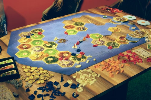 componentes de catan, exploradores y piratas