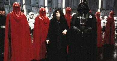 El emperador Palpatine, darth vader y la guardia imperial