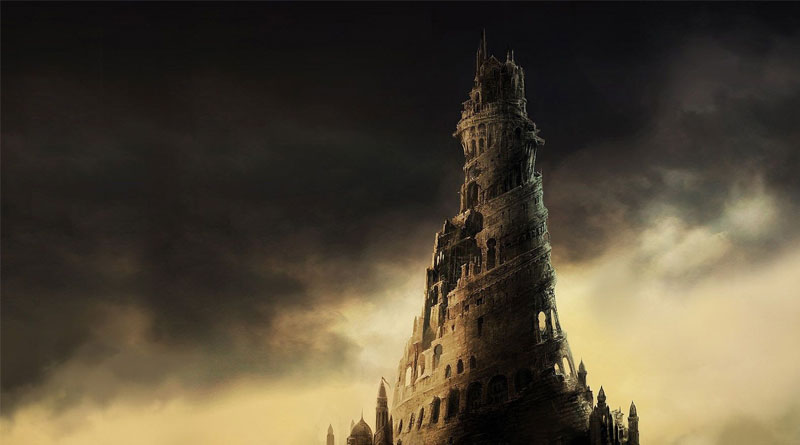 Torre medieval con fondo oscuro
