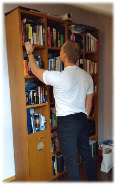 Books on top shelf include: Bull!, Tomorrow's Gold, The Black Swan, The Singularity is Near, The Endgame. (Note: You'll find Mikael's book recommendations at the end of this article).