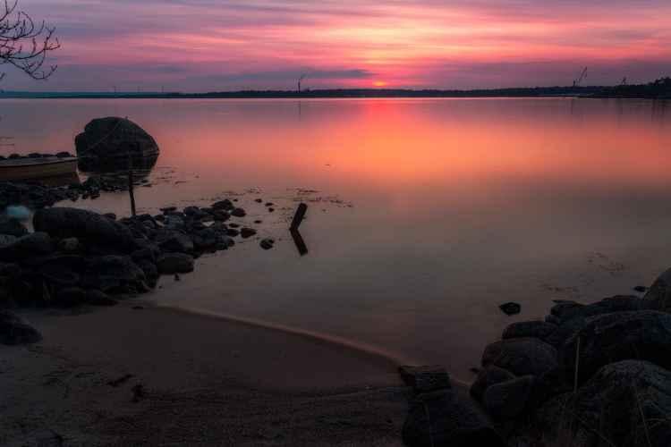 En mjuk, vacker solnedgång över Sternö Sandvik en kväll i maj - Ludwig Sörmlind