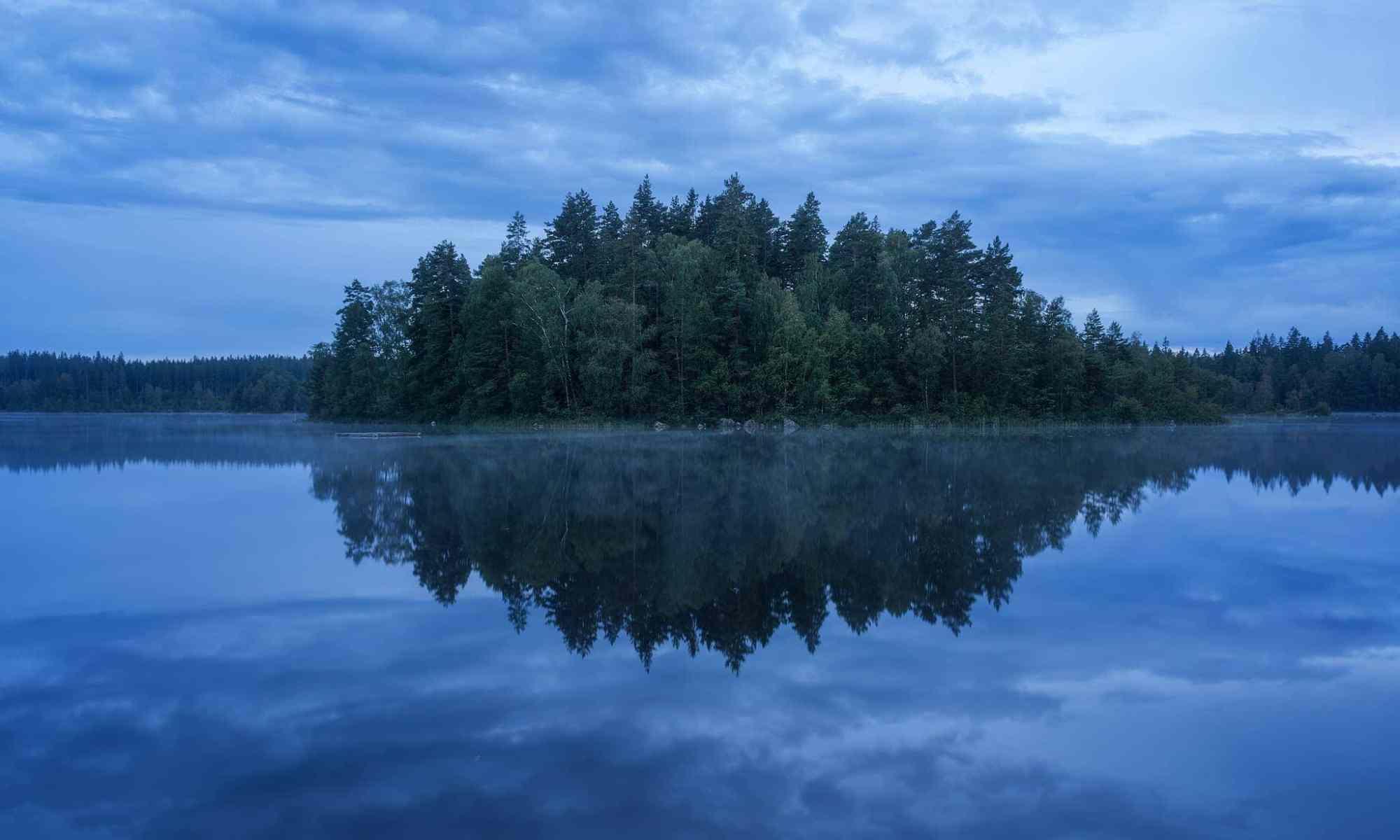 Spegelblank vattenyta - Ludwig Sörmlind