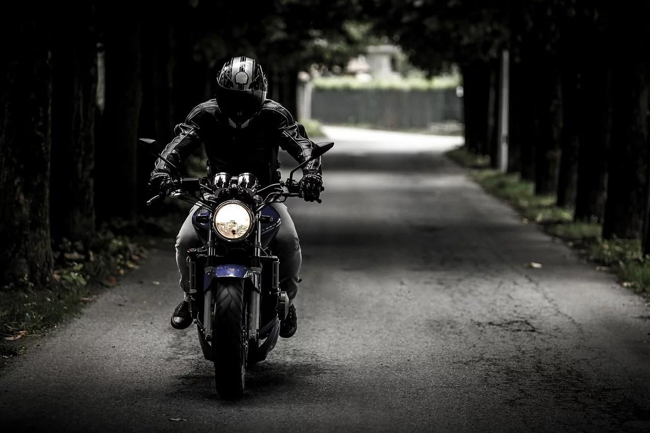 motoryzacja-motor-motocykl-kask