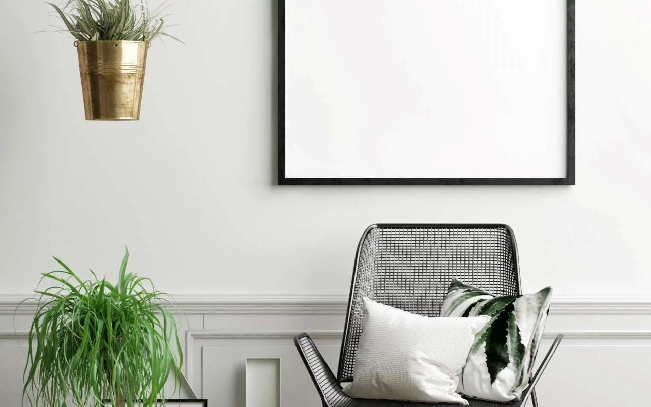 dom-przedpokoj-lustro-w-ramie-designerskie-krzeslo